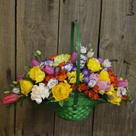 Šventinis gėlių krepšelis