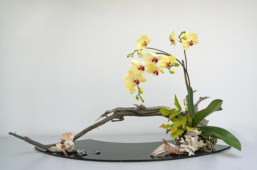 Japonijoje gimusi gėlių komponavimo forma